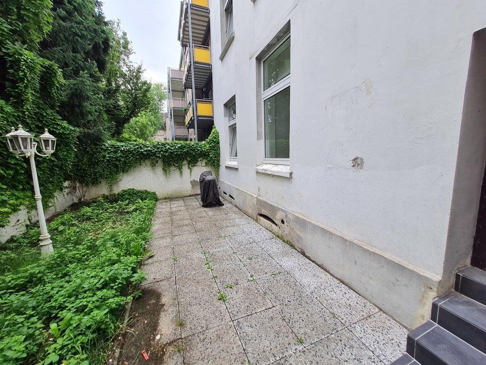sehr schöne renovierte 3 Zimmer Wohnungen mit kleinem Garten