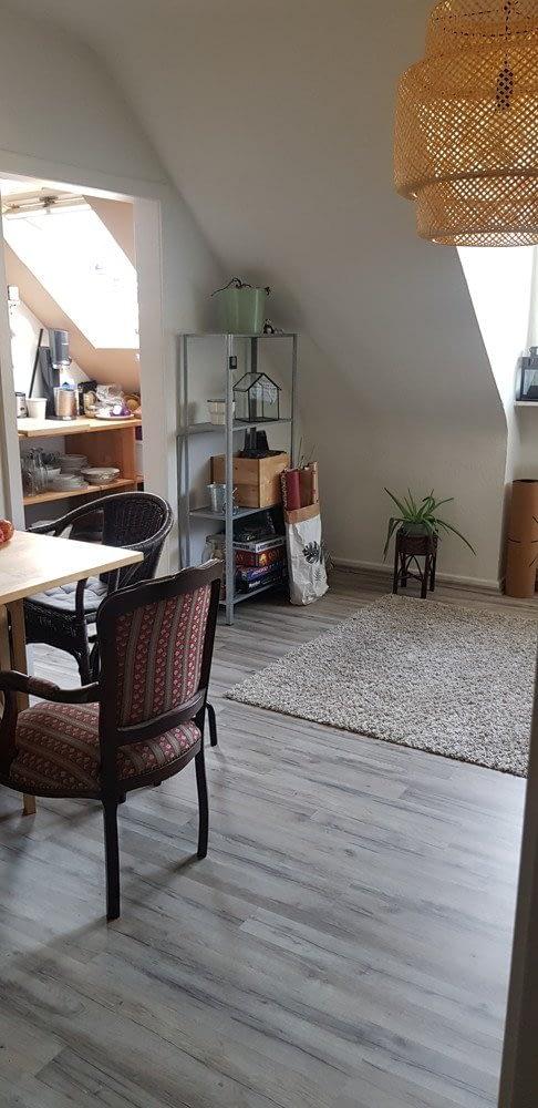 3 Zimmer Dachgeschoss Wohnung mit kleiner Küche und Duschbad