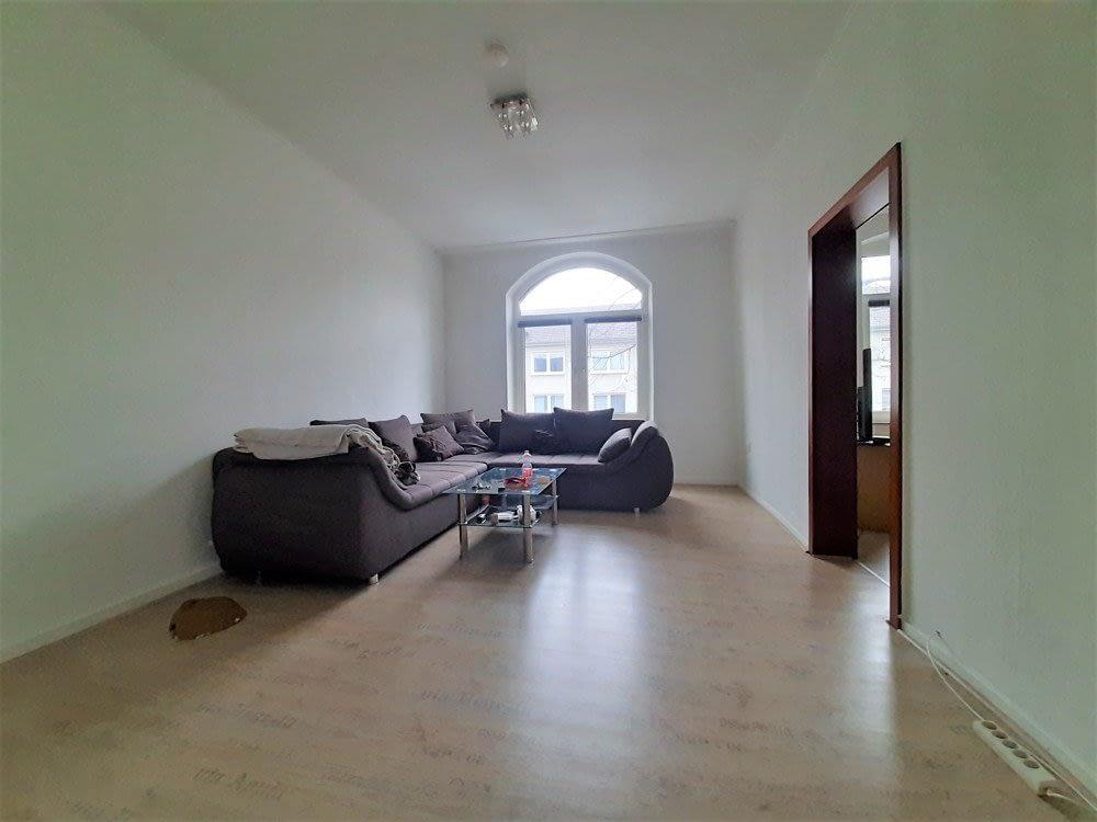 große 2.5 Zimmer Wohnung mit Einbauküche und Loggia