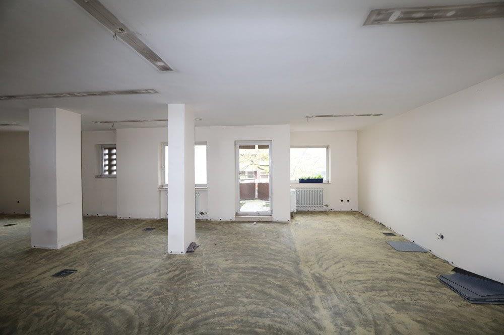 Großraumbüro für 1,20 EUR/qm – sanierungsbedürftig